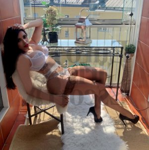 Eglentine live escort, erotic massage