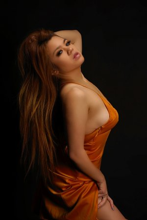 Lylianne nuru massage in Valley Falls